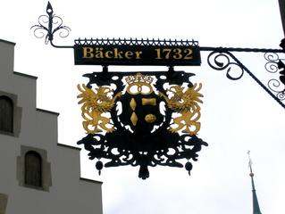Ausleger einer Bäckerei - Ausleger, Zunftzeichen, Schild, Hinweisschild, Mittelalter, Handwerk, Reklame, Werbung, Schmiedeeisen, Bäcker, Bäckerei