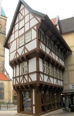 Marktplatz Hildesheim #3 Umgestülpter Zuckerhut - umgestülpter Zuckerhut, Fachwerkhaus, Fachwerk, Auskragung, Mittelalter, 1510, Fassade, alt, Hildesheim, konisch