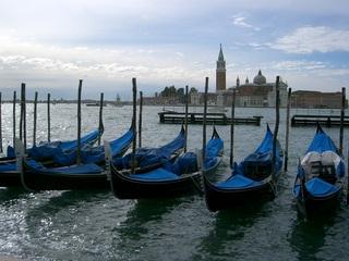 Gondeln in Venedig - Gondeln, Venedig, sechs, asymmetrisch, venezianischer Bootstyp, schmal, Boot, Wasser