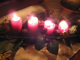 Adventkerzen - Advent, Adventskranz, Kerze, Kerzen, vier, Weihnachten, Licht, leuchten, brennen, Licht, Adventszeit