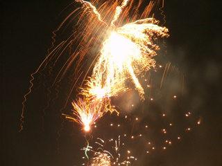 Feuerwerk#2 - Feuerwerk, Nacht, Himmel, Lichter, Farben, leuchten, Feuerwerkskörper, pyrotechnische Gegenstände, koordinierte Zündung, Zündung, Silvester, Pyrotechnik, Rakete, Antrieb, Rückstoß