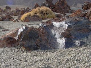 Glänzender Obsidianfelsen in den Canadas (Teneriffa) - Obsidian, Gesteinsglas, Las Canadas, Bimsstein, Teneriffa, Eruptivgestein, Lava
