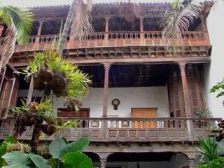 Balkon in Orotava (Teneriffa) - Holzbalkon, Balkon, Schnitzerei, Holz, Teneriffa, Innenhof