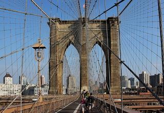 New York City, Brooklyn Bridge - Brooklyn Bridge, New York, New York City, NY, NYC, Manhattan, Brücke, Hängebrücke, neugotisch, Pylon, Sandstein, Stahlseile, Schrägseile, Wahrzeichen, Sehenswürdigkeit, Sight