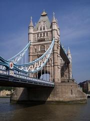 London, Tower Bridge - London, England, Tower Bridge, Brücke, Straßenbrücke, Fluss, Themse, Straßenbrücke, Klappbrücke, klappen, Neugotik, neugotisch, Wahrzeichen, Sehenswürdigkeit, Sight