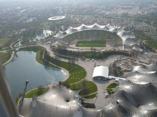 Olympiapark München #1 - München, Olympiapark, Parkgelände, Olympiastadion, Olympiasee, Parkgelände, XX., Olympische Sommerspiele, 1972, Zeltdachkonstruktion, Stahlmasten, Plexiglas, hängend, lichtdurchlässig