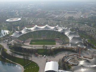 Olympiapark München #3 - München, Olympiapark, Parkgelände, Olympiastadion, Olympiasee, Parkgelände, XX., Olympische Sommerspiele, 1972, Zeltdachkonstruktion, Stahlmasten, Plexiglas, hängend, lichtdurchlässig