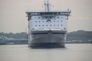 Fähre#2 - Schiff, Schifffahrt, Tourismus, Fähre, Auto, LKW, Transport, Überfahrt, Vorderansicht