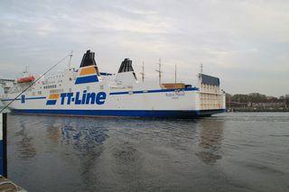 Fähre#3 - Schiff, Schifffahrt, Tourismus, Fähre, Auto, LKW, Transport, Überfahrt, Seitenansicht