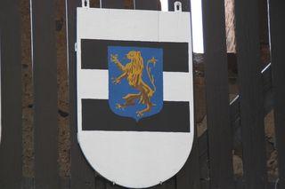 Wappen mit Löwe #2 - Wappen, Tier, Wappentier, Löwe, Löwenwappen, Heraldik, Mut, Königlichkeit, König der Tiere, stehend, aufgerichtet, stilisiert, golden, goldfarben