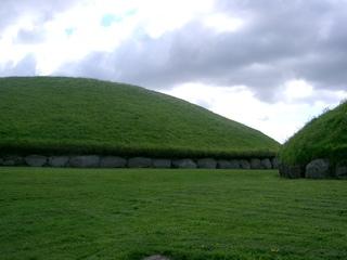 Grabhügel von Knowth - Grab, Ganggrab, Friedhof, Könige von Tara, Hügel, Irland, grün