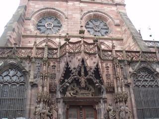 La cathédrale de Strasbourg - das Strassburger Münster 4 - Münster, Kathedrale, Sandstein, Gotik, Rosette, Fensterrose, Fialen