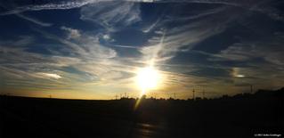 Nebensonnen im Herbst - Sonne, Halophänomene, Haloerscheinungen Wetterphänomene, Relfektionen, optische Phänomene, Meteorologie, Nebensonnen, Parhelia