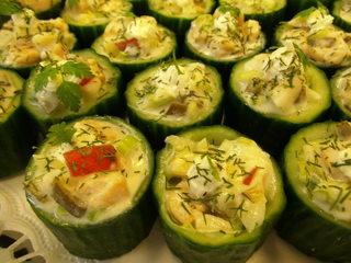 Gefüllte Gurken#2 - gefüllte Gurken, Putenschinken, Mayonnaise, Paprika, Tomate, Petersilie, Fingerfood, Häppchen