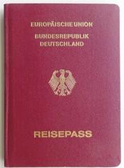 Reisepass - Pass, Reisepass, Dokument, Ausweis, EU, Europäische Union, Bundesadler, Wappentier, Identifizierung, Legitimation, Staatsangehörigkeit, Personalien, Einwanderungsrecht, Reiserecht