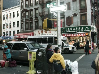 China Town in NY - NY, New York, USA, Amerika, Straße, China Town, Stadtviertel, Manhattan, Großstadt, chinesisches Viertel, chinesische Schriftzeichen, Straßenverkehr