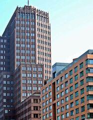 STADT-STATTansichten #4 - Kunst, Gebäude, Gebäudeteil, Ecke, Linie, Linienführung, Architektur, Perspektive, Bauwerke, Haus, Fassade, Blickpunkt, Ansicht, Fenster, Außenansicht, Hochhaus, Geometrie, Glas, modern