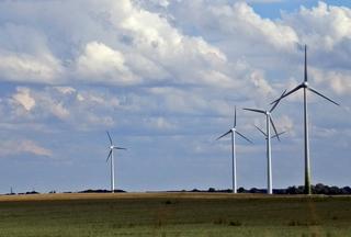 Windräder - Technisches Bauwerk, regenerative Energie, Windrad, Energie, Energiegewinnung, Elektrizität, Kraftwerk, Windkraft, Rotor, Strom, Perspektive, erneuerbare Energie, Windkraftwerk, Physik