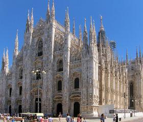 Mailänder Dom #1 - Mailand, Milano, Italien, Dom, Duomo, Bauwerk, Kirche, Kathedrale, Sehenswürdigkeit, fünf, groß, hoch, Marmor, Portale, Fenster, Statuen