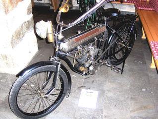 Motorrad-Oldtimer #6 - Motorrad, alt, Oldtimer, Ausstellung, Exponat, Motor, fahren, Moto Reve, schwarz
