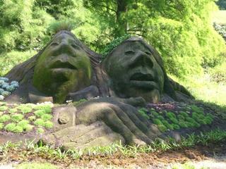 Gesichter - Gesicht, Mainau, Erde, Gras, Schreibanlass