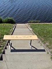 Ich bin ein Tisch - Tisch, ausruhen, Wasser, Stufen, Treppe, verweilen, Hinweis
