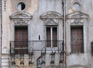 Palermo - Beispiel des Verfalls - Hausfassade, Verfall, Balkon