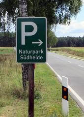 Naturparkplatz - Parkplatzschild, Schild, Hinweisschild, Wandererparkplatz, wandern, parken, Parkplatz, Naturpark, Verkehrszeichen