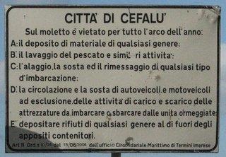 Verbotsschild in Cefalù - Verbotsschild, italienisch