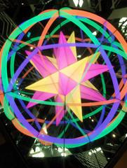 Riesenkaleidoskop #1 - Kaleidoskop, Spiegel, Spiegelung, Reflexion, Physik, Optik, bunt, farbig, Stern, Symmetrie, symmetrisch, Muster