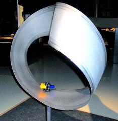 Möbiusband #2 - Möbiusband, Streifen, Papier, Kante, Fläche, zweidimensional, innen, außen, Skulptur, Mathematik