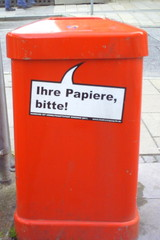 Mülleimer-Spruch 3 - Abfalleimer, Müll, Stadtreinigung, Abfallproblem, lustig, Witz, Sprachwitz, Slogan, Werbung, Humor, Sprechblase, Werbesprache