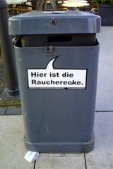 Mülleimer-Spruch 9 - Abfalleimer, Müll, Stadtreinigung, Abfallproblem, lustig, Witz, Sprachwitz, Slogan, Werbung, Humor, Sprechblase, Werbesprache