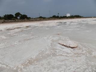 Salzsee_Salinen2 - Geografie, Spanien, Balearen, Formentera, Salz, Salzsee, Saline, Meerwasserentsalzung, Verdunstung, Meersalz, Salzgewinnung, Meer, Wirtschaft, Natriumchlorid, Chemie, verdunsten, Salzgarten, Kochsalz, Speisesalz
