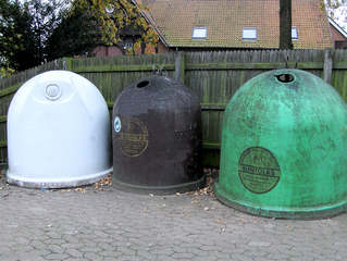 Glascontainer #1 - Glascontainer, Recycling, Wiederverwertung, Müll, Umweltschutz, Glas, braun, weiß, bunt, grün, Behälter, Abfall, Sammelplatz
