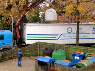 Glascontainer #3 Entsorgung - Glascontainer, Recycling, Wiederverwertung, Müll, Umweltschutz, Glas, Behälter, Abfall, Sammelplatz, Wertstoff, Wertstoffe, Altglas, Rohstoff, wertvoll, Entsorgung, Trennung, Mülltrennung