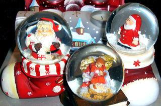 Weihnachtliche Schneekugeln - Schneekugel, Schneekugeln, Schnee, schütteln, schneien, Weihnachten, Winter, Nikolaus, Spielzeug, Kinder, Glas, Kugel, Engel, Kitsch