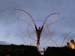 Beleuchtung auf dem Weihnachtsmarkt - Weihnachten, Licht, Beleuchtung, Kerzen, Lichter, dunkel, festlich, Engel, Flügel