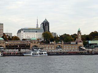 Hamburg St. Pauli Landungsbrücken - Touristenattraktion, Hamburg, Hafen, Elbe, Pegelstand, Uhr