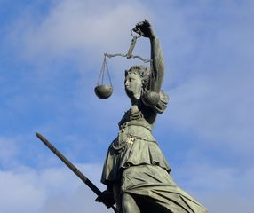 Justitia #2 - Justitia, Gerechtigkeit, Gerichtsbarkeit, Rechtsprechung, Rechtswesen, Judikative, Judikatur, richterliche Gewalt, rechtsprechende Gewalt, Statue, Symbol, Personifikation