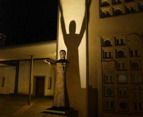 Hl. Franz von Assisi # - Religion, Heilige, Franziskus, Francesco, Assisi, Statue, Schatten, Licht
