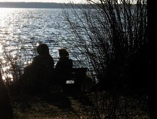 In Frühlingserwartung - See, Frühling, erwarten, sitzen, Impuls, Bildbetrachtung, Meditation, Licht, Schatten, Ruhe, Stille, andächtig, nachdenken, harmonisch, Zweisamkeit, Gelassenheit, naturverbunden, Naturverbundenheit