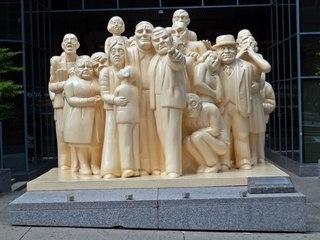 The Illuminated Crowd #1 - Canada, Kanada, Montreal, Skulptur, Kunst, Menschenmenge, Plastik, Gesichter, Gefühle, Ausdruck, Menschen, menschlich, symbolisch, Mimik, mimisch, Ethik