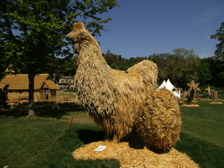 Skulptur aus Stroh #3 - Skulptur, Stroh, Strohskulptur, Kunst, Kunstwerk, Huhn, Henne, Ei
