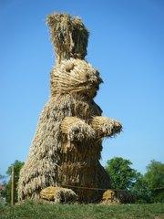 Skulptur aus Stroh #1 - Skulptur, Stroh, Strohskulptur, Kunst, Kunstwerk, Hase