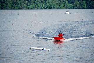 Wasserrettung - Rettung eines Kanuten #2 - Rettung, Wasser, retten, Ehrenamt, ehrenamtlich, Rettungsschwimmer, helfen, ertrinken, schwimmen, erschöpft, hilflos, Unfall, verunfallt, Not, sichern, Rettungsboot, Lifeguards, Lifeguard, Rettungsdienst, Gefahr, Gefahrenabwehr, Engagement, Erste Hilfe, Kanu, Kanute