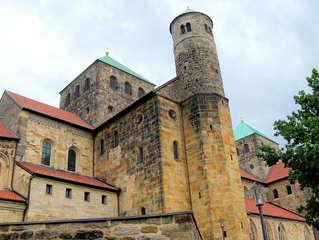 Michaeliskirche Hildesheim #2 - Bischof, Bernward, Unesco, Weltkulturgut, Weltkulturerbe, Michaeliskirche, Hildesheim, katholisch, evangelisch, Kirche, romanisch, Gottesdienst, Gotteshaus
