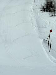 Spuren im Schnee - Ski, Schi, Schnee, Piste, Sinuskurve, Cosinusfunktion, Sinusfunktion, Parallelskistellung, parallel, wedeln, Skipiste, Mathematik