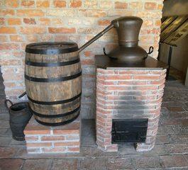 Destillationsanlage - Destillieren, Destillationsapparat, Trennverfahren, Trennmethode, Sieden, Verdampfen, Abkühlen, Kondensieren, Schnaps, Schnapsbrennen, Gemenge, Chemie, Alkohol