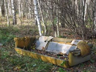 Sofa im Wald - Sofa, Müll, Umweltverschmutzung, Wald